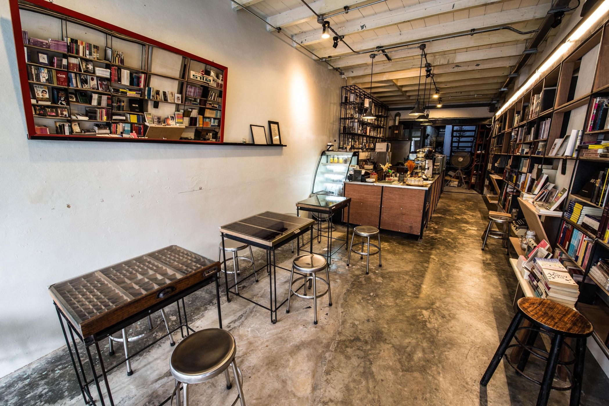 quan-cafe-o-phuket-1