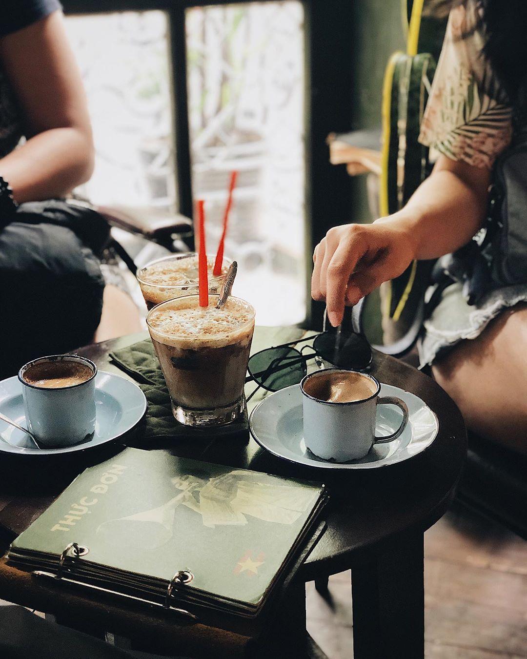 hanoi_nhung-quan-cafe-phong-cach-bao-cap-o-ha-noi-10