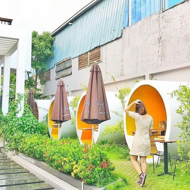cafe-ong-cong-cau-kinh-trong-suot-sai-gon-07