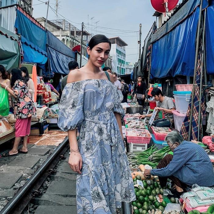 cho-troi-maeklong-railway-market-05