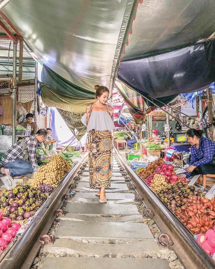 cho-troi-maeklong-railway-market-06