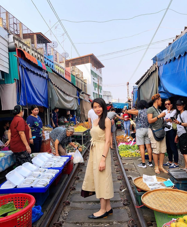 cho-troi-maeklong-railway-market-11