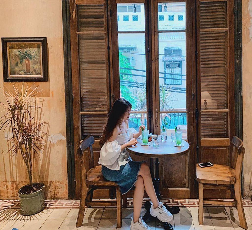 Hanoi-Ban-cong-cafe-03
