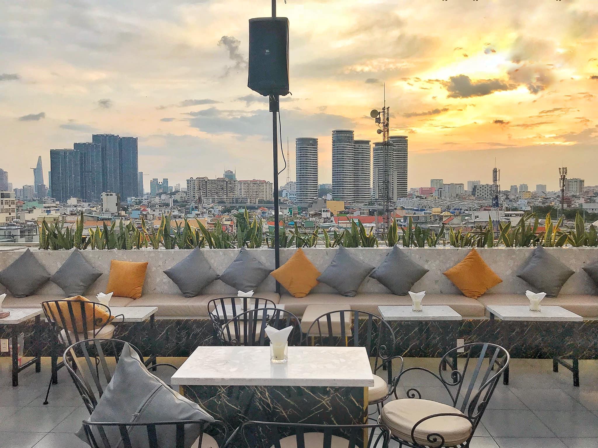saigon_high-sky-garden-&-lounge-5