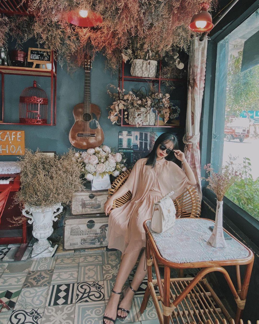 song ao o bonjour cafe the art