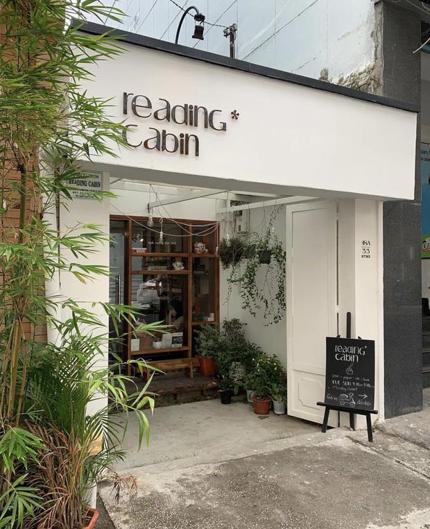 Saigon-reading-cabin-02