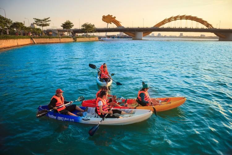 cheo-thuyen-kayak-tro-choi-mao-hiem-da-nang