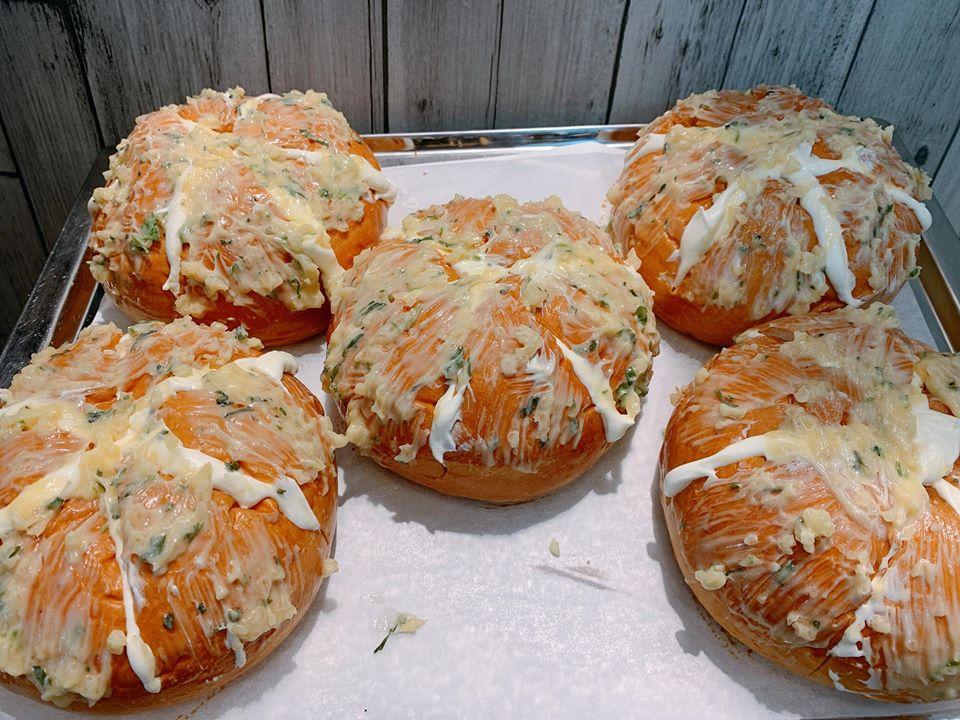 Banh-mi-bo-toi-pho-mai-bo-no-bakery