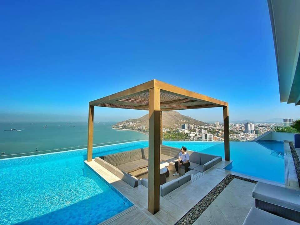 Rooftop-bar-breeze