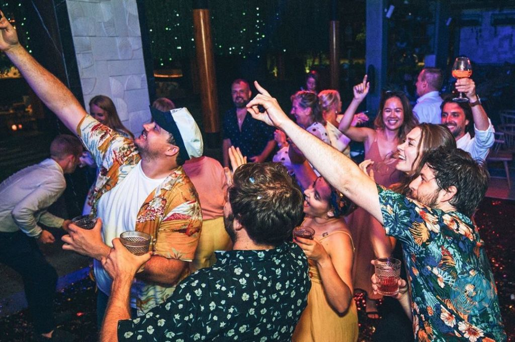 Khu-vui-choi-o-phu-quoc-Sailing-Club-night