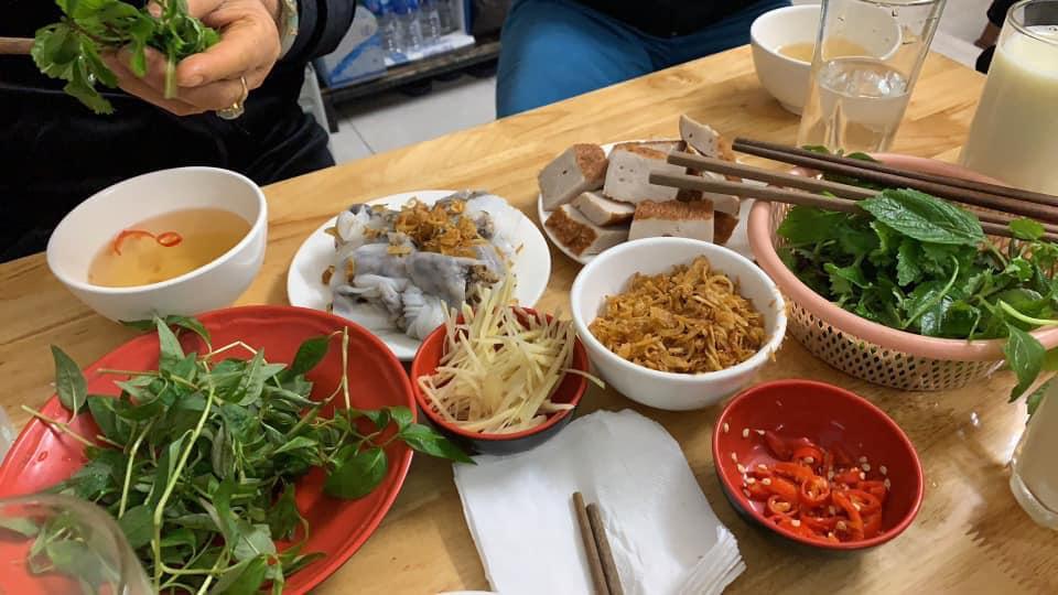 banh-cuon-nong-co-meo-yen-phu
