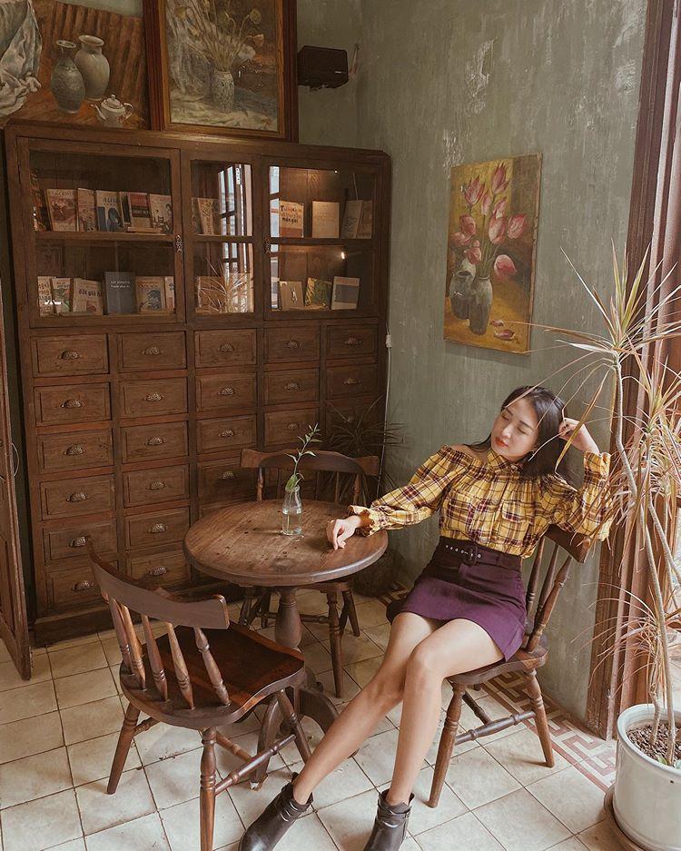 ban cong cafe
