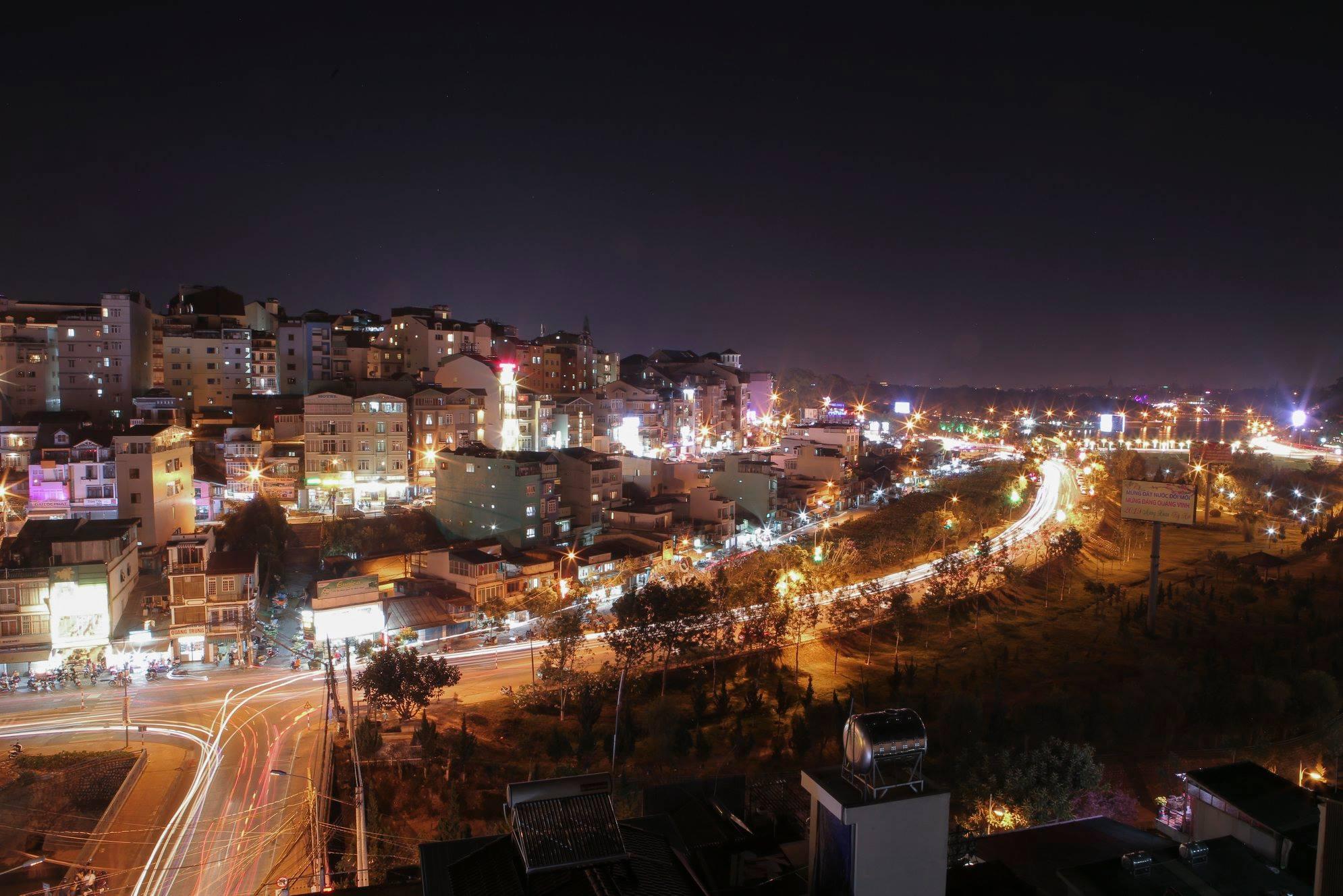 view thanh pho tai khach san hoang minh chau da lat