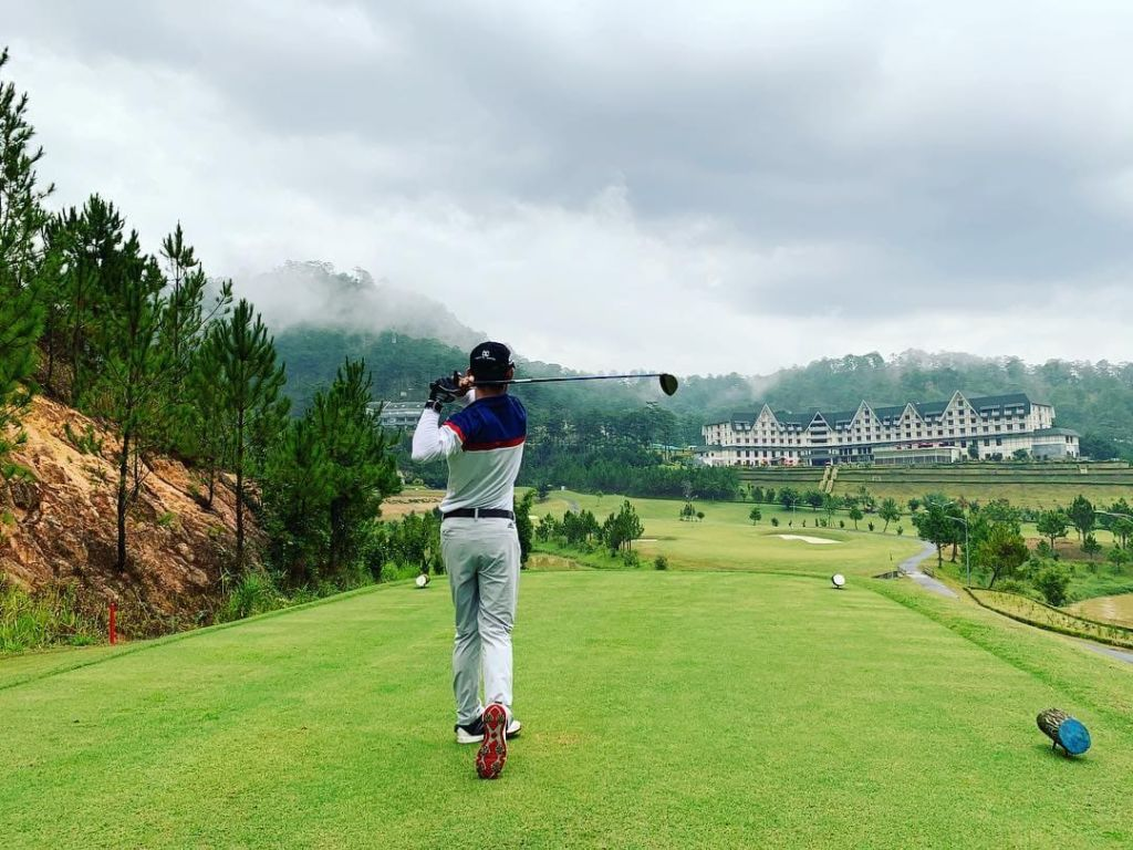 Sam Tuyen lam Golf