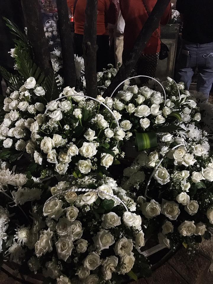 hoa hong trang vieng mo chi vo thi sau