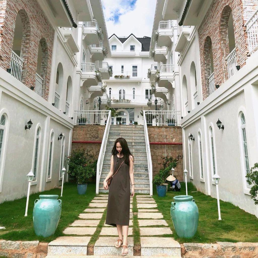 Review DaLat De Charme Village, tòa lâu đài quyến rũ ở Đà Lạt – HaloTravel