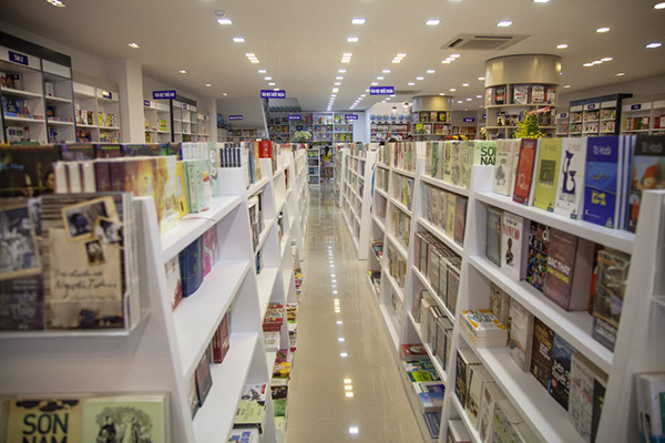 huy hoang Bookstore Cafe