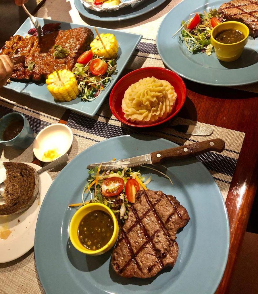 nha hang steak Amigo Grill Restaurant