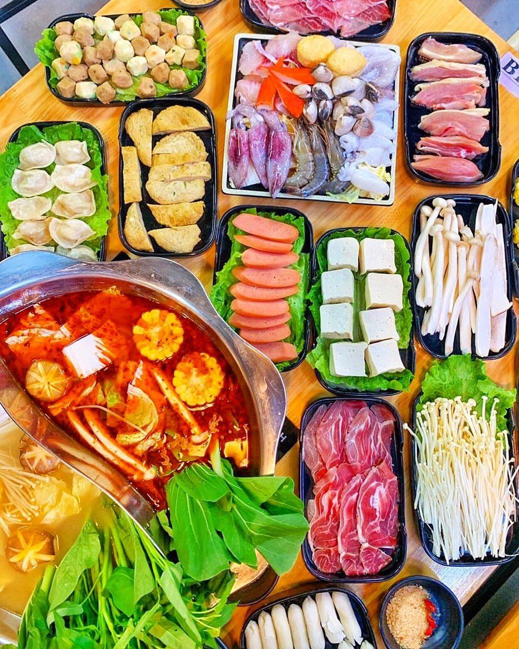 khong gian lau wang buffet hai san ha dong