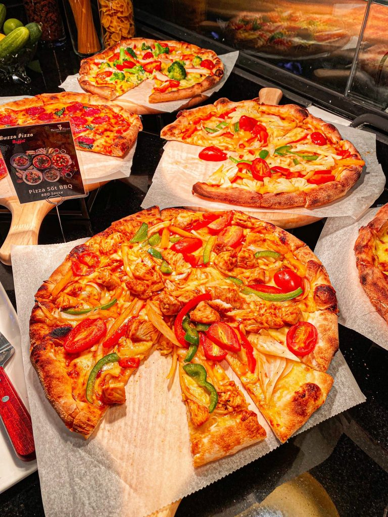 Tiệc buffet Buzza Pizza