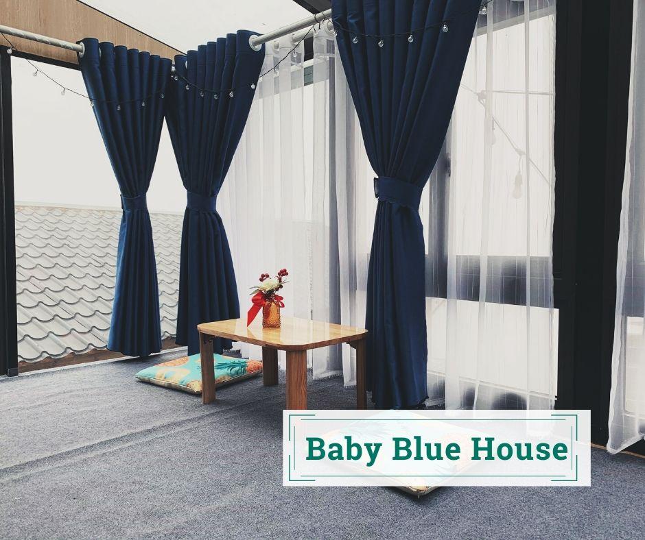 ngôi nhà màu xanh em bé