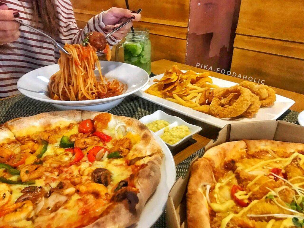 bánh pizza tự chọn buzza