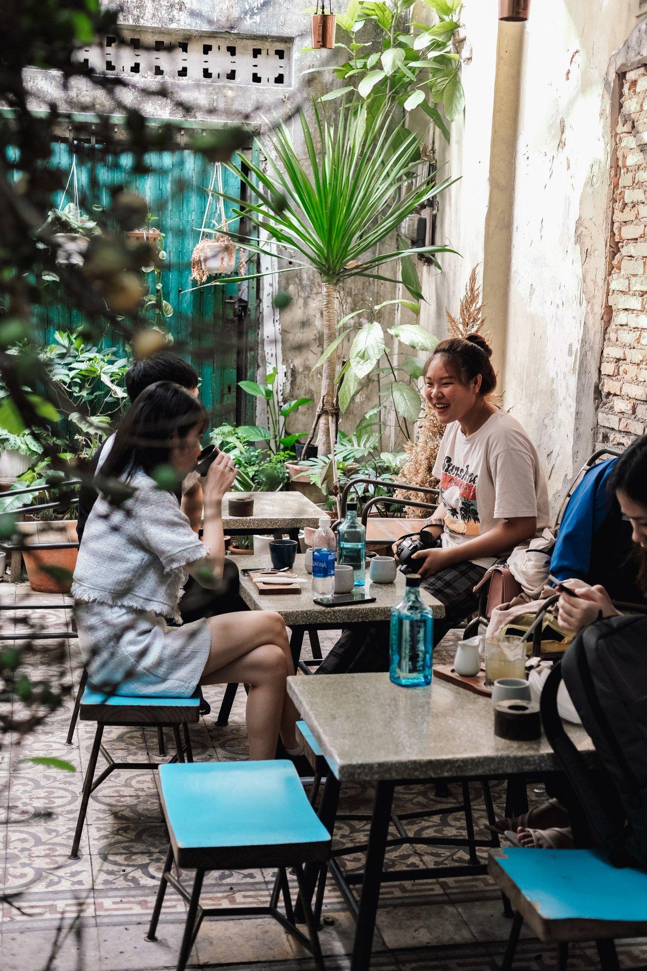 cafe co view san vuon dep