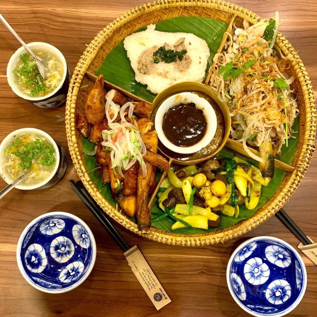 nhà hàng món Việt sang trọng