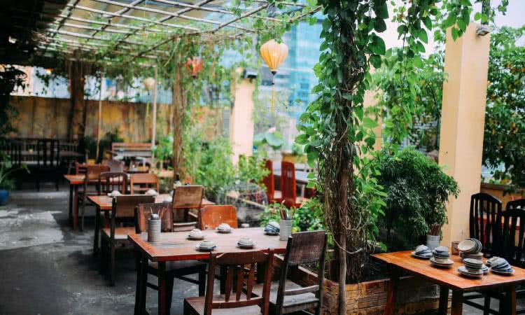 những nhà hàng sân vườn quận 1