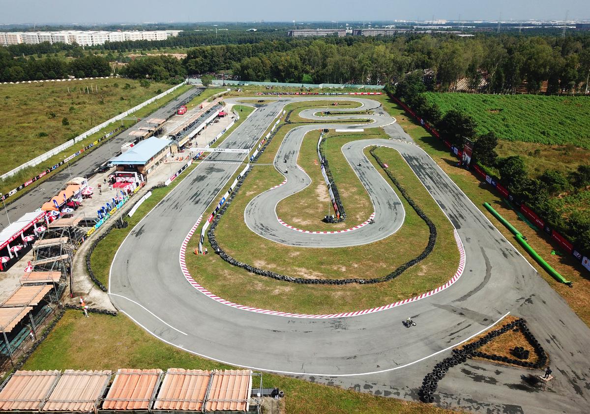 trường đua 2k được trang bị hiện đại