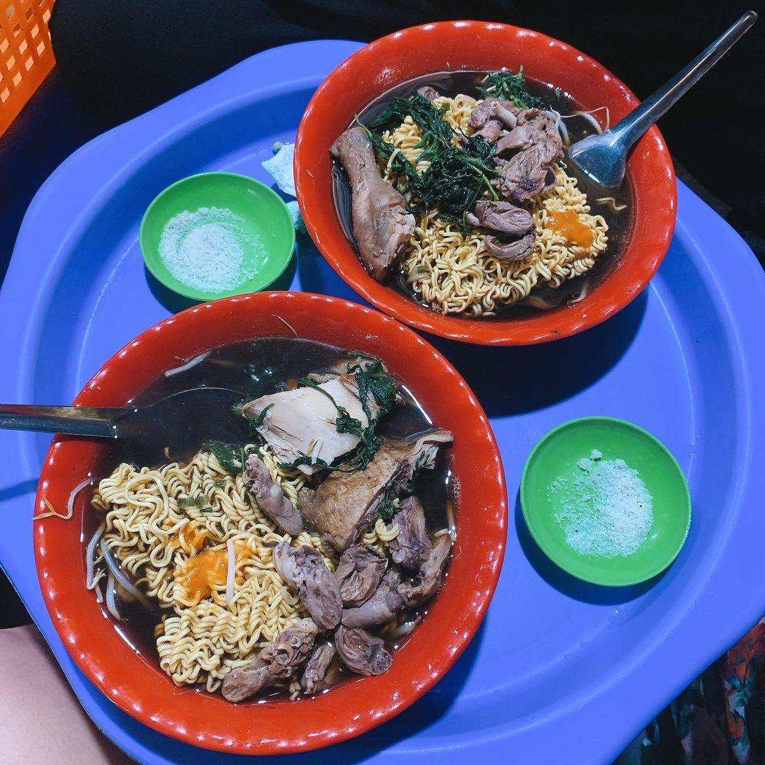 địa điểm ăn đêm Hà Nội - mỳ gà tần Hàng Bồ