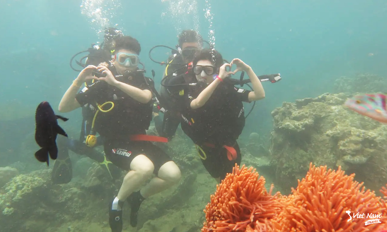 lan-bang-binh-duong-khi-Scuba-Diving-o-Phu-Quoc