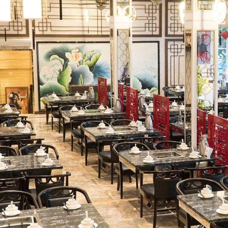 Không gian nhà hàng lẩu bò Trung Hoa