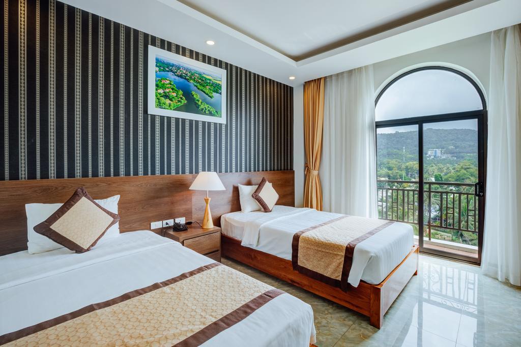 phòng ngủ view núi tại Nestal Hotel Phu Quoc