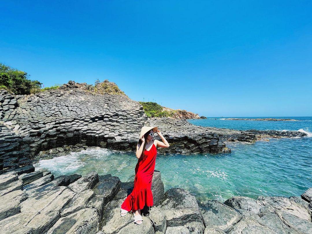 Ghềnh Đá Đĩa Phú Yên với khung cảnh nên thơ và xanh mát
