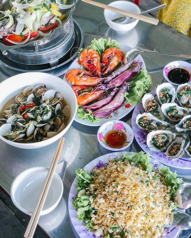 Thưởng thức bữa trưa tươi ngon ở nhà hàng Đầm Ô Loan