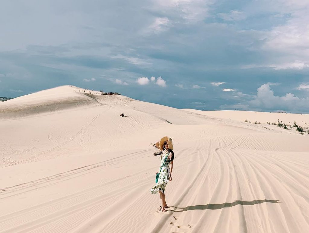 Đồi cát trắnggần Bãi Rạng Mũi Né