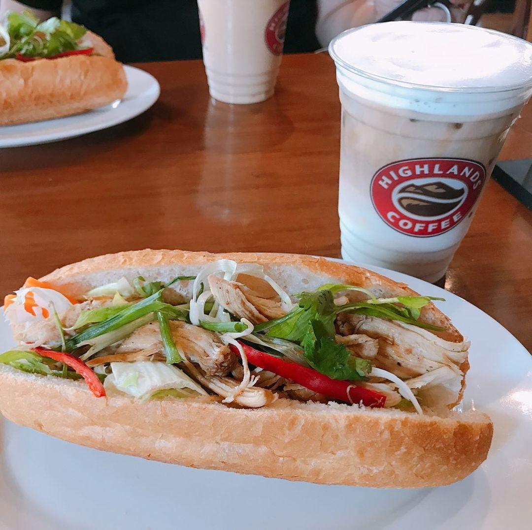 banh-my-o-highlands-cafe-co-ngon-khong