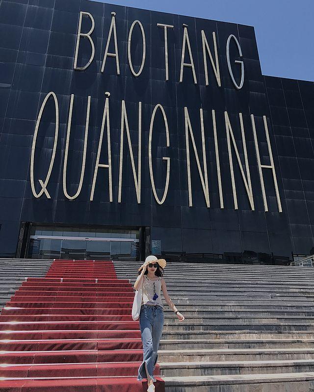 Bên ngoài bảo tàng Quảng Ninh