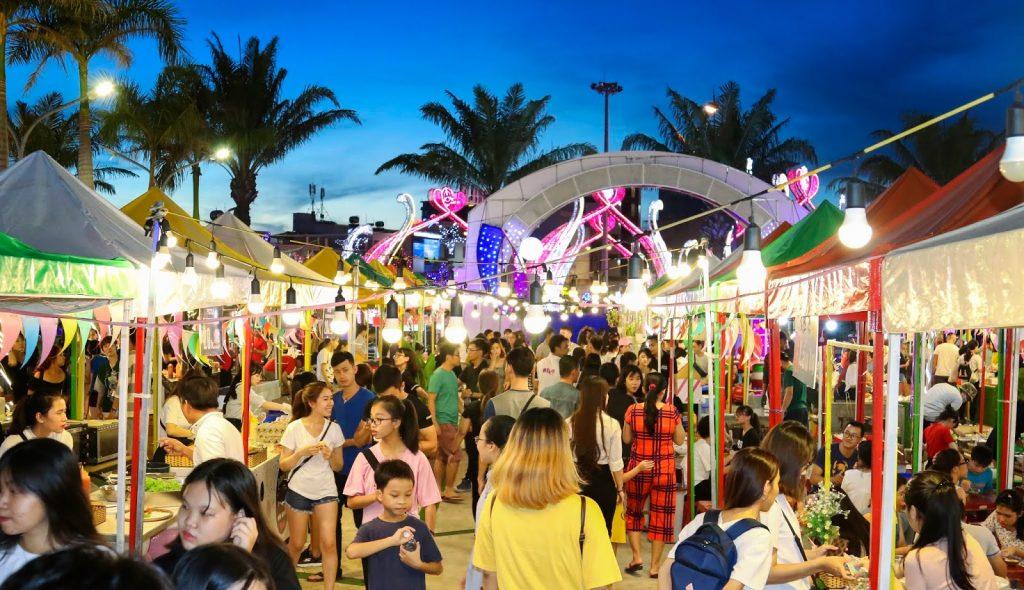 Chợ đêm và phố đi bộ Bạch Đằng