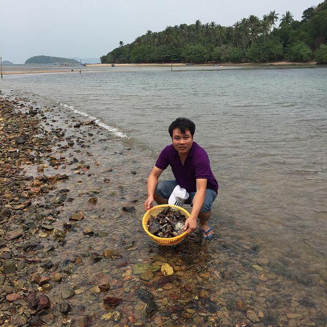 Đánh bắt hải sản ngay trên đảo