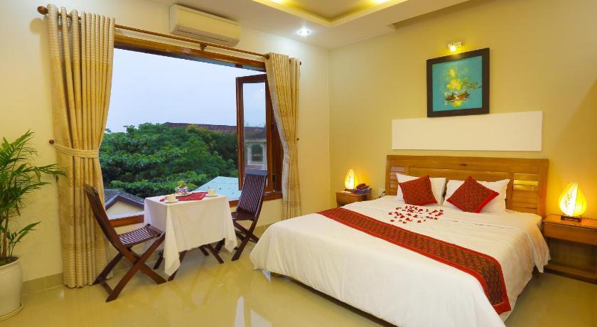 Homestay Hoàng Thư - Khách Sạn Hồ Bơi