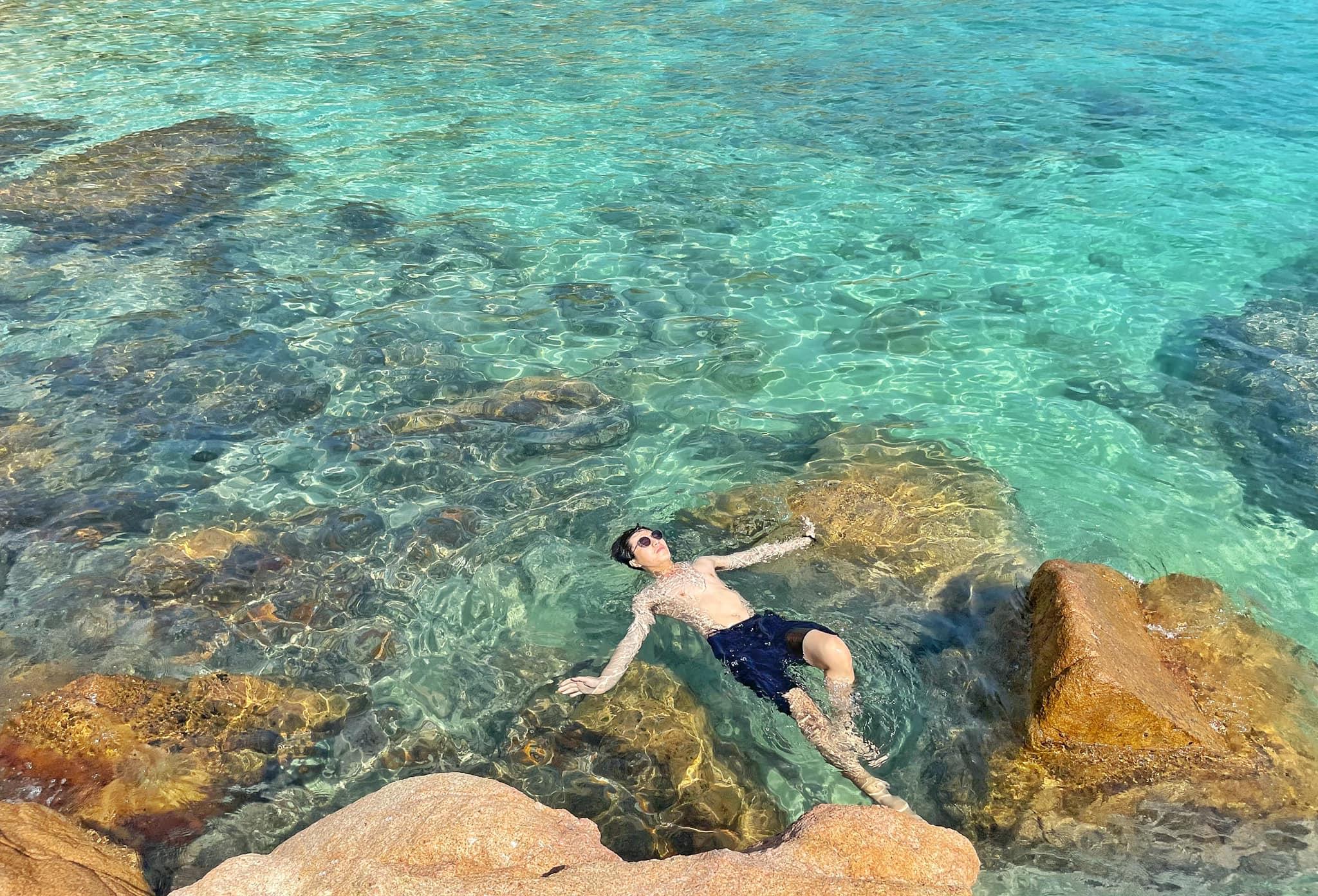 Bơi tại Hòn Khô