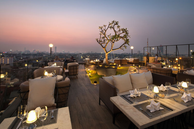 nha hang rooftop skyline