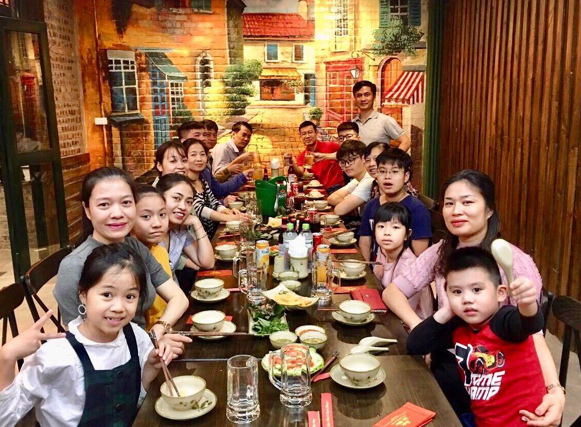 nha-hang-to-chuc-an-uong-quan-lao-mom