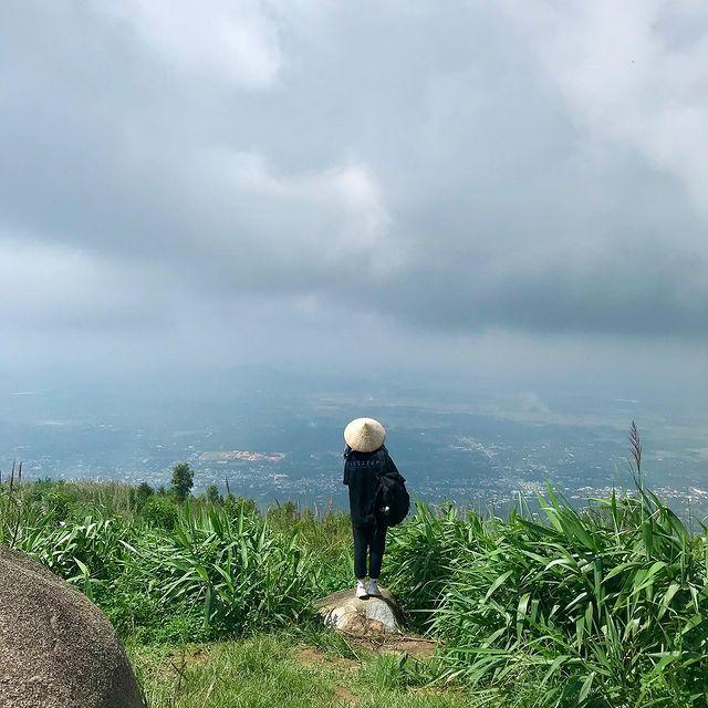 Khung cảnh trên núi Chứa Chan