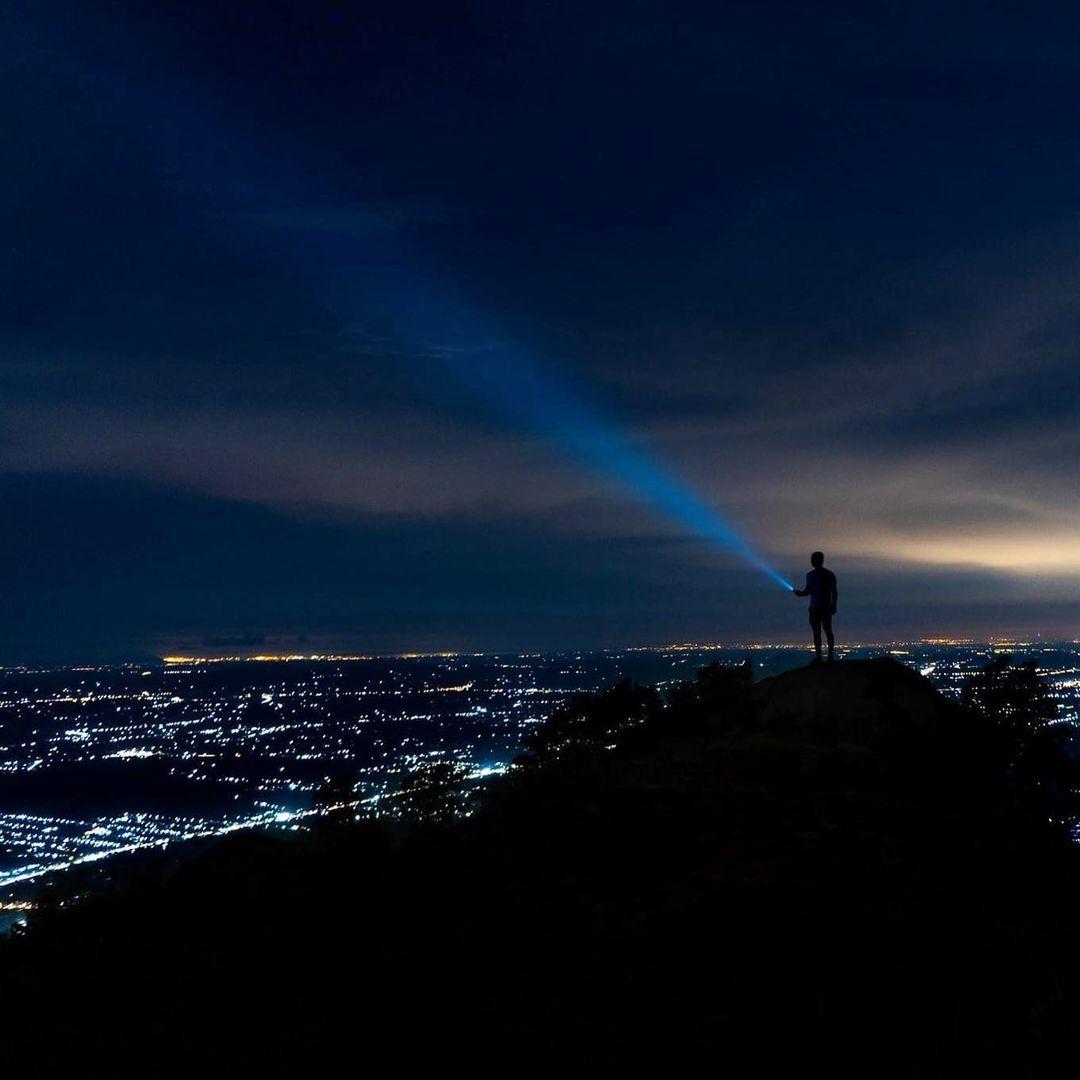 Chinh phục núi khi về đêm