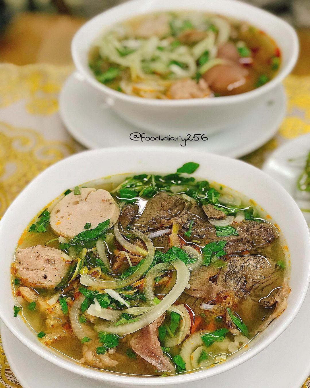 quan ngon Phu Nhuan bun bo Hue Song Huong