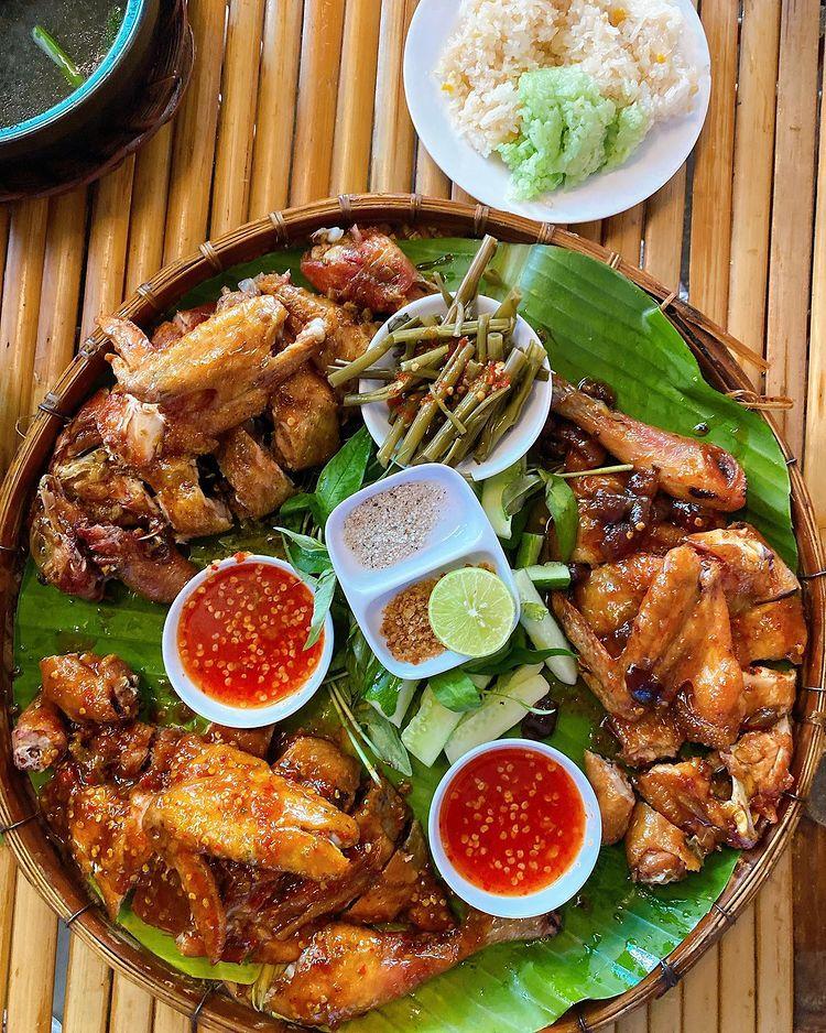 Quán Con gà nướng hấp dẫn thực khách bằng món gà nướng hương vị thơm ngon, đậm đà