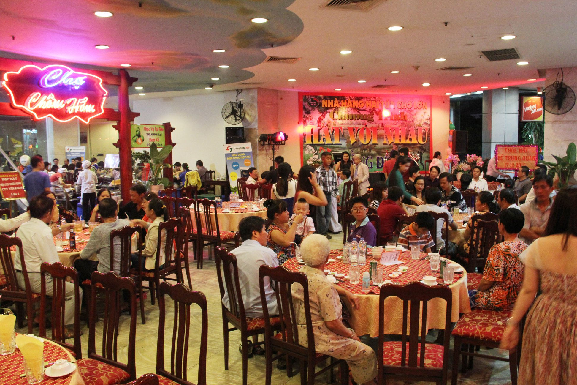 Nhà nhà hàng Hai Lúa quận 5 có sức chứa lên đến 2000 thực khách